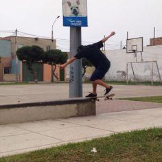 Instagram #skateboarding video by @danielsuarezsk8 - La diversion de hoy con mis homies de siempre. #skateboarding #skatelife #homies4life #thankyouskateboarding #squad @chikater_sakibaru @edufitt. Support your local skate shop: SkateboardCity.co
