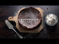 Bolo de Chocolate sem Farinha com Chantilly do Porto - YouTube