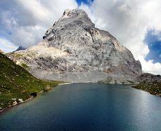 vista Wolayer Vedi lago o Lago Volaya e Hohe Warte o Monte Coglians - Alpi Carniche o Karnische Alpen - Austria confine Itali Archivio Fotografico - 17161959