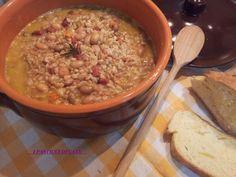 Zuppa di cereali borlotti e speck Veggie Recipes, Healthy Recipes, Veggie Food, Healthy Food, Italian Recipes, Oatmeal, Food And Drink, Veggies, Cooking