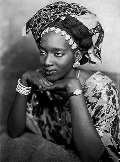 "Mama Casset (1908-1992, Dakar, Sénégal), Jeune femme de Dakar, série ""African Photo"" ca. 1950, courtesy Revue Noire Paris"