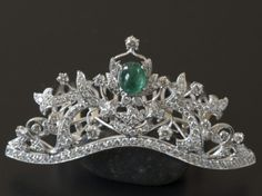 18k white gold, emerald and diamond tiara