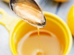 """4 jus """"détox"""" pour s'alléger après les fêtes Pour 1 litre de jus à boire tout au long de la journée : - pressez 3 citrons ; - ajoutez un bon morceau de gingembre râpé et 3 cuillères à café de miel ; - Mélangez bien et laissez macérer le mélange chaud ou froid. Nutrition Tips, Fitness Nutrition, Healthy Drinks, Healthy Recipes, No Salt Recipes, Special Recipes, Healthy Life, Food And Drink, Cooking"""