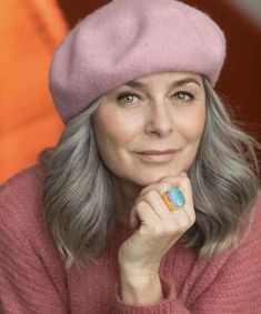 Wavy Gray Hairstyle For Medium Hair - Growing Out Grey Hair - Cheveux Long Gray Hair, Silver Grey Hair, Long Natural Hair, Medium Hair Styles, Curly Hair Styles, Natural Hair Styles, Pelo Color Plata, Going Gray Gracefully, Transition To Gray Hair