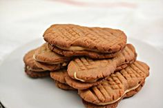 Keto Cookies – Super Yummy Low Carb Copycat Nutter Butter Peanut Butter Cookie Recipe For Ketogenic Diet – Keto Friendly & Beginner – Desserts – Snacks Peanut Butter Fat Bombs, Low Carb Peanut Butter, Chocolate Peanut Butter Cookies, Peanut Butter Cookie Recipe, Peanut Cookies, Vanilla Recipes, Keto Recipes, Copycat Recipes, Bread Recipes