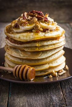 Easy Banana Pancake Recipe - http://mealinspire.com/easy-banana-pancake-recipe/ Fast and healthy recipe - Banana Pancakes with your choice of topping    All you need is 2 ingredients , eggs and bananas for the pancakes. You can eat experiment with the topping. There are a ton of options Honey , chocolate syrup cashews, plums etc.My favourite is honey with cas...