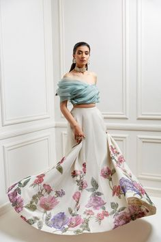 Party Wear Indian Dresses, Party Wear Lehenga, Indian Gowns Dresses, Indian Bridal Outfits, Indian Fashion Dresses, Indian Designer Outfits, Designer Dresses, Floral Skirt Outfits, Floral Lehenga
