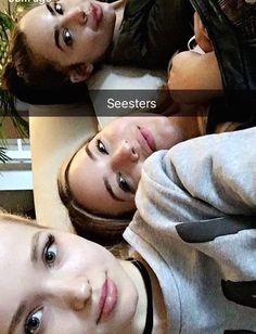 Dove Cameron,Sofia Carson,Pau// snapchat