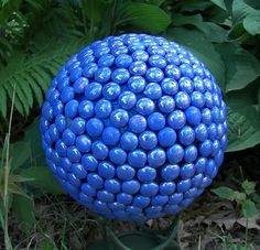 Cover bowling ball with flat glass marbles Bowling Ball Crafts, Bowling Ball Garden, Mosaic Bowling Ball, Bowling Ball Art, Garden Crafts, Diy Crafts, Garden Ideas, Garden Projects, Diy Projects