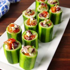 Greek Cucumber Cups - Food and Drink Snacks Für Party, Appetizers For Party, Appetizer Recipes, Cucumber Appetizers, Bridal Shower Appetizers, Greek Appetizers, Canapes Recipes, Seafood Appetizers, Cheese Recipes