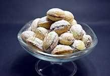 Nuci fragede cu unt si untura Sweet Recipes, Cake Recipes, Peach Cookies, Romanian Food, Romanian Recipes, Food Cakes, Love Cake, Shortbread, Biscotti