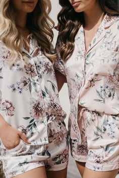 The exclusive Le Rose luxe satin robe is available in four colours with a lace trim. The perfect gift for your bridesmaids on the morning of your wedding. You will all look gorgeous in your wedding prep photos Monogrammed Pajamas, Personalized Pajamas, Etsy Bridesmaid Gifts, Bridesmaid Pyjamas, Paris In Spring, Satin Shorts, S Monogram, Satin Pajamas, Bridal Robes