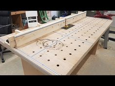 DIY - Workbench with router table - DIY preiswert Popular Woodworking, Woodworking Videos, Woodworking Bench, Custom Woodworking, Woodworking Projects, Diy Router Table, Diy Table, Dremel Projects, Wooden Projects