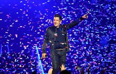 Jonathan Knight Photos - Singer Jonathan Knight of New Kids on the Block performs during a stop of The Total Package Tour at T-Mobile Arena on May 28, 2017 in Las Vegas, Nevada. - The Total Package Tour With New Kids On The Block, Paula Abdul And Boyz II Men In Las Vegas