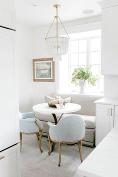Breakfast Nook Banquette with Upholstered Loveseat #decor #decoratingideas #homedecor #homedecorideas #homedecormodern #banquette #banquetteseating