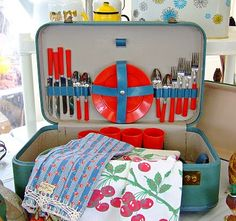 "Vintage picnic ""basket"". So clever! I have a suitcase almost identical to that, same color, living without a purpose right now. I think I'm inspired <3"