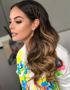 Sometimes simplicity is simply perfect. Visible bobby pins are a restrained, minimalist accessory for Fall Pigtail Hairstyles, Bobby Pin Hairstyles, Fall Hair Trends, Head Scarf Styles, Glamorous Hair, Haircuts For Fine Hair, Hair Blog, Hair Accessories For Women, Human Hair Extensions