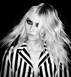 Taylor Momsen Pictures - Taylor Momsen Photo Gallery - 2016