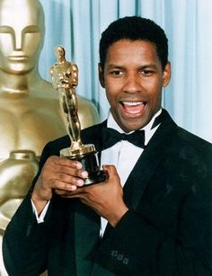 Blacks at the Oscars Denzel Washington, Oscar winner for Best Supporting Actor (Glory). Only African American with multiple acting Oscars (Sidney Poitier has one for acting and one for lifetime achievement). Academy Award Winners, Oscar Winners, Academy Awards, Black Actors, Black Celebrities, Celebs, Actor Secundario, Best Actor, Denzel Washington Oscar