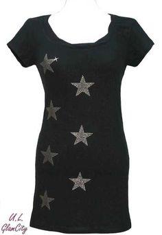 Es ist Party time!!   Party-Longshirt in schwarz mit goldenen Sternen aus glänzenden Alu- Nieten.  Tiefer  Ausschnitt mit gedrehtem Bund.  Auch als Mi