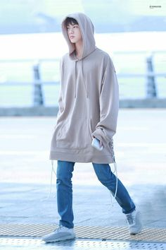 There's something strangely attractive about hot tall guys in oversized outfits