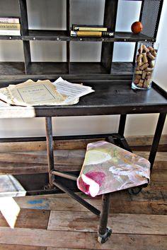 http://crazymaryrevista.wordpress.com/2013/05/22/la-bohemia-de-va-de-retro-y-magaluz-en-casa-decor/