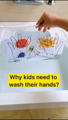 This happens because the light fraction. Kids can not resist magic. They also can learn from this activity the importance of washing hands. Water wash away the bacteria. Preschool Learning Activities, Preschool Crafts, Toddler Activities, Preschool Activities, Crafts For Kids, Body Preschool, Science Crafts, Indoor Activities, Science Art