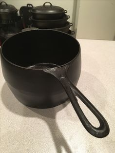 No. 4 Lodge bulge pot. This is not in production, but something similar gets released every now and again. I have a straight sided cup.