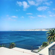Lunch with a view in La Jolla, California! -  Follow @cna_aspire2travel to see our adventures around the world!! -  #travel #livelife #calilife #luxurylifestyle #cliff #love #instalove #exploretheworld #instagood #couples #cna_aspire2travel #adventureawaits #neverstopexploring #nevergiveup #photography #vacation #lajollacove #aspire2succeed #explorewithus #millionaire #torrypines #determinedtosucceed #america #nevergiveup #lajolla #california #beauty #traveltuesday #lajollalocals…