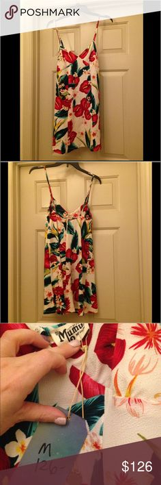 Nwt Show Me Your Mumu Dress Nwt show me your mumu Winona dress In Flamingo Flower stretch. Size medium with zipper and hooks on the back. Show Me Your MuMu Dresses Mini