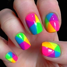 Neon rainbow coloured geometric mani - gren, yellow, orange, pink, purple, blue. This pattern makes me think of a rainbow umbrella.