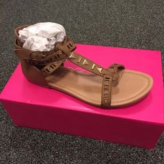 NWT sandals New in box sandals from Shoedazzle. Feel free to ask any questions. Please make all offers through the offer button or bundle for a discount! Shoe Dazzle Shoes Sandals