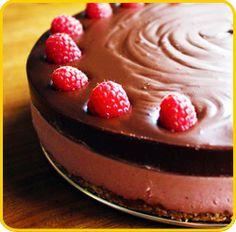 Creamy Raw Cheesecake with Chocolate Ganache