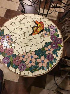 Mosaic Birds, Mosaic Flowers, Mosaic Garden, Garden Art, Mosaic Artwork, Faux Stained Glass, Mosaic Crafts, Mosaic Patterns, Mosaic Glass