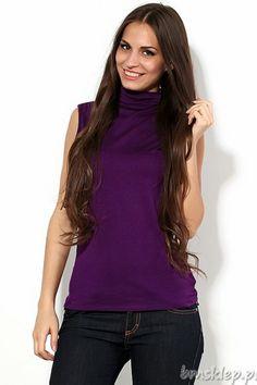 Klasyczna bluzka damska golfem. Nadaje kobiecie charakteru elegancji i tajemniczości poprzez swą prostotę. Elastyczna, bardzo przyjemna w dotyku #wiskoza ładnie dopasowuje się do sylwetki. Model bardzo starannie wykonany. Produkt wyprodukowany w Polsce. Skład: 95% wiskoza, 5% elastan.... #Swetry - http://bmsklep.pl/lookat-84161