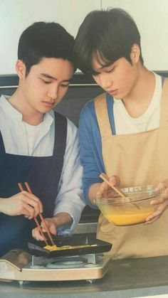 Kaisoo cooking together:') Kaisoo, Kyungsoo, Exo Ot12, Exo Chanyeol, Kpop Exo, Exo Couple, Exo Lockscreen, Xiuchen, Exo Korean