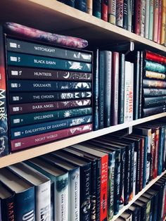 Book lovers bookshelves libraries New Ideas Book Club Books, Book Nerd, Book Lists, Book Series, Books To Buy, I Love Books, Books To Read, My Books, Book Aesthetic