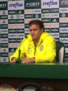 Cuca ignora China, reclama de fofoca e conversa com elenco do Palmeiras #globoesporte