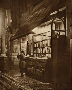"""""""Wet Winter Evening and a Book Lover in Bloomsbury"""" Sicilian Avenue (off Southampton Row), London 1920 Vintage London, Victorian London, Old London, 1920 London, London History, British History, Vintage Photographs, Vintage Photos, Antique Photos"""