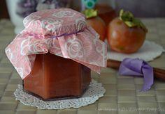 La marmellata di cachi è una marmellata ottima per la preparazione di dolci e crostate,si conserva per alcuni mesi se riposta in un luogo fresco e asciutto.
