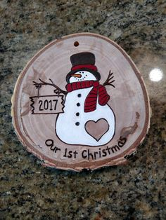 White birch tree slice with snowman. All wood discs are from fallen limbs on our property that I let dry out, slice into discs and then sand. The snowman has a sign that can be personalized with the year or initials (ie: 2018 or J+M) The ornament can be s Christmas Ornament Crafts, Wood Ornaments, How To Make Ornaments, Christmas Projects, Christmas Crafts, Christmas Decorations, Ornaments Ideas, Homemade Christmas, Wood Burning Crafts