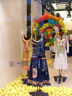 Store window in Florence~ah to go back!  THis is what i am talking about