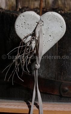 Heart made of concrete decorated with a satin ribbon and a small branch. - Heart made of concrete decorated with a satin ribbon and a small branch. Cement Art, Concrete Art, Cement Table, Concrete Crafts, Concrete Projects, Beton Design, Concrete Stone, Creation Deco, Halloween Crafts For Kids