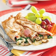 Pancakes stuffed with ham, mushrooms and brie - Verrines . Crepe Recipes, Brunch Recipes, Tortillas, Waffle Pizza, Burritos, Savory Crepes, Banana Pudding Recipes, Breakfast Smoothies, Light Recipes