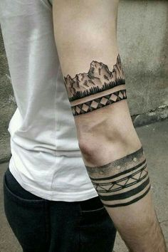 Best armband tattoos for men & women and how much they cost. Unique tribal armband tattoos including Azten, Polynesian, Celtic and Native American Designs! Armband Tattoo Mann, Armband Tattoos, Tattoos Arm Mann, Arm Tattoos For Guys, Body Art Tattoos, Sleeve Tattoos, Maori Tattoos, Tattos, Armband Tattoo Design