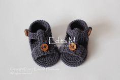 Crochet baby sandals gladiator sandals unisex baby booties baby shoes baby boy slippers gift for baby. Made from acrylic yarn wooden buttons. Crochet Baby Sandals, Crochet Shoes, Crochet Baby Booties, Baby Gladiator Sandals, Baby Couture, Baby Slippers, Baby Boots, Crochet For Kids, Boy Crochet