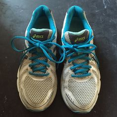 Asics 7.5 tennis shoes Blue and white asics tennis shoes. Perfect for  running or any