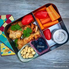 The ultimate lunch box guide / Den ultimative madpakkeguide --> Madbanditten. Food To Go, Food And Drink, No Cook Meals, Kids Meals, Snack Boxes Healthy, Lunch Box Recipes, Lunch Ideas, Whole 30 Lunch, Vegetarian Lunch