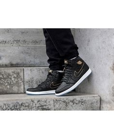 pretty nice a9d36 7abed Nike Air Jordan 1 Retro Og Trainers In Black Metallic Gold Summit White  Black