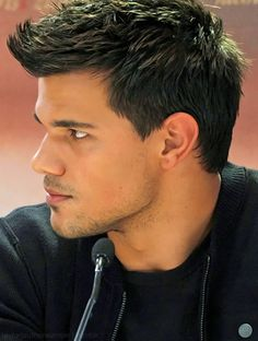 Taylor Lautner Hairstyles in 2018 taylor lautner hairstyles meant to jdzipin - Hair Styles Trending Haircuts, Cool Haircuts, Haircuts For Men, Drop Fade Haircut, Tapered Haircut, Jacob Black Twilight, Twilight Saga, Vampire Twilight, Supernatural Fandom